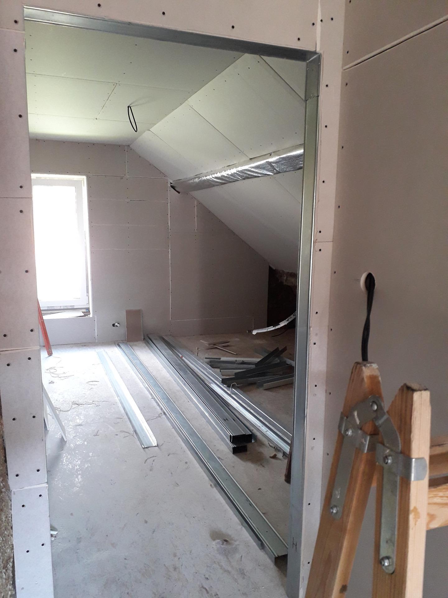 Dom/rekonštrukcia, sen/náročné obdobie :-) - izba- syn 10/2019