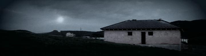 5.5. mesiac svieti na finišujúcu strechu