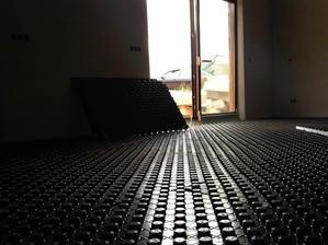 A začíname s podlahovkou