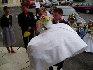 přenesení nevěsty