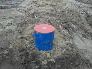 Studna hotova:) 12m, vodny stlpec 8,5m