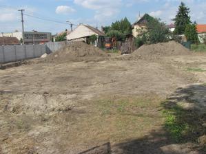 9.8.14 Pripravené, o týždeň môžme kopať základy:)