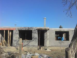 aktualny stav 23.10. Strop a komin dokonceny, krov dovezeny, o tyzden ideme na strechu:)