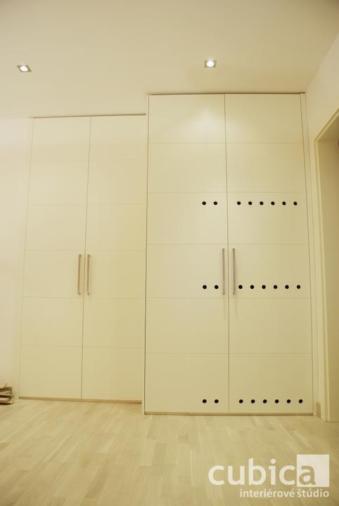 Dizajn a výroba nábytku na mieru Cubica - Vstavaný šatník na práčku so sušičkou