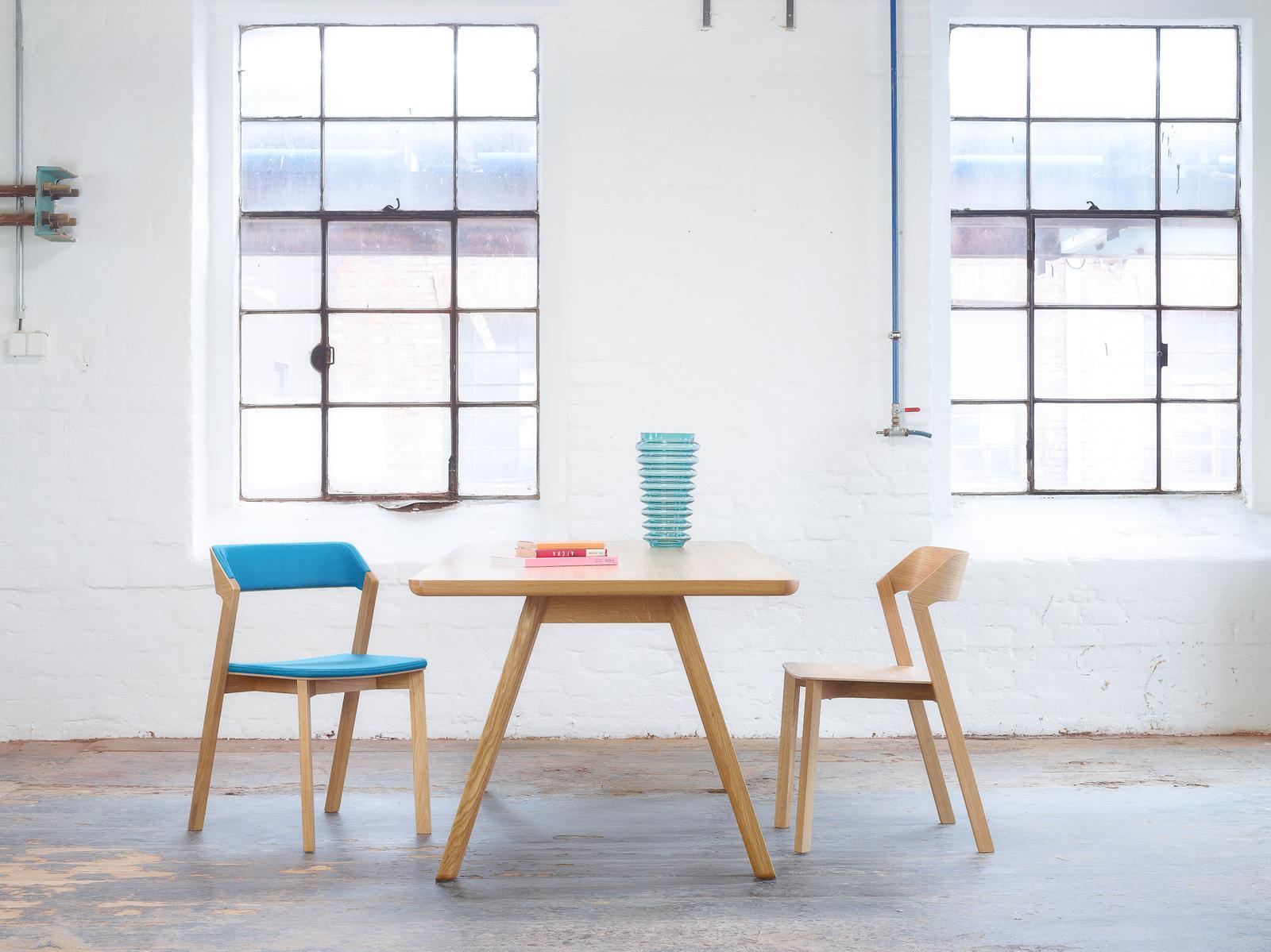 Stoličky Merano od výrobcu TON - Stolička Merano a jedálenský stôl Stelvio od výrobcu TON