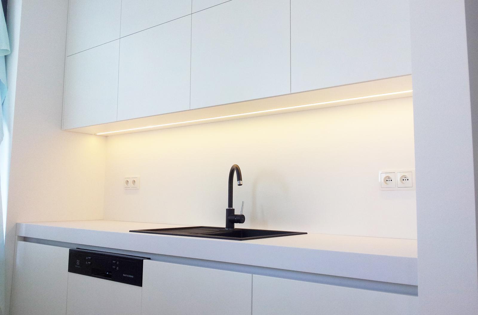 Dizajn a výroba nábytku na mieru Cubica - Biela striekaná matná kuchyňa - výroba cubica