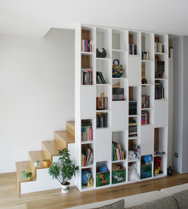 Dizajn a výroba nábytku na mieru Cubica - Knižnica - striekaná biela lesklá - dizajn a výroba cubica