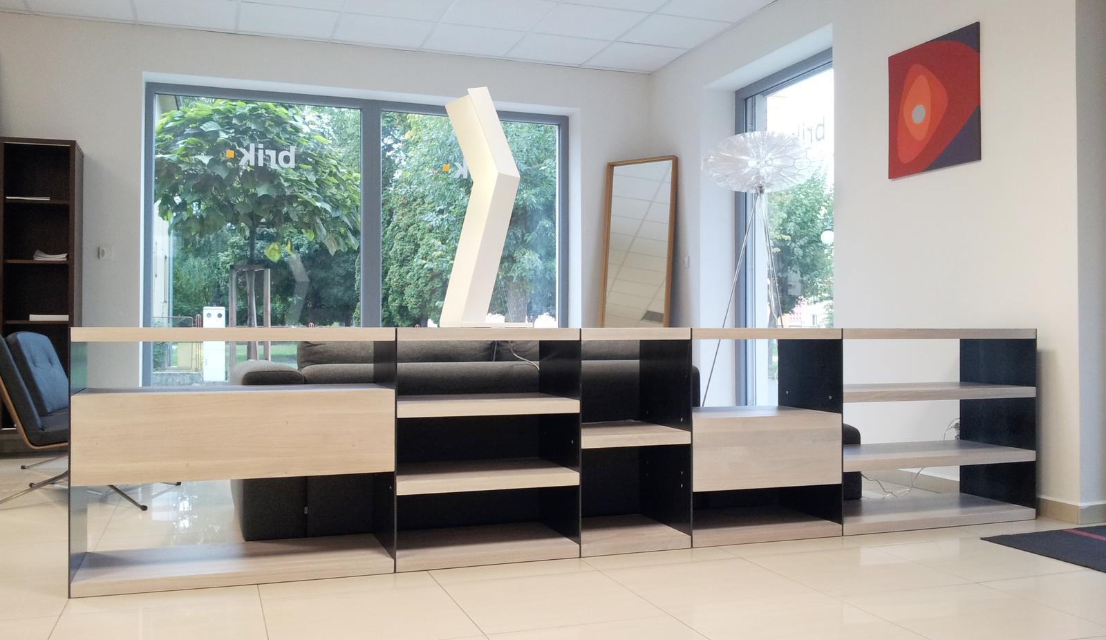Dizajn a výroba nábytku na mieru Cubica - Knižnica - masívny bielený dub - dizajn a výroba cubica