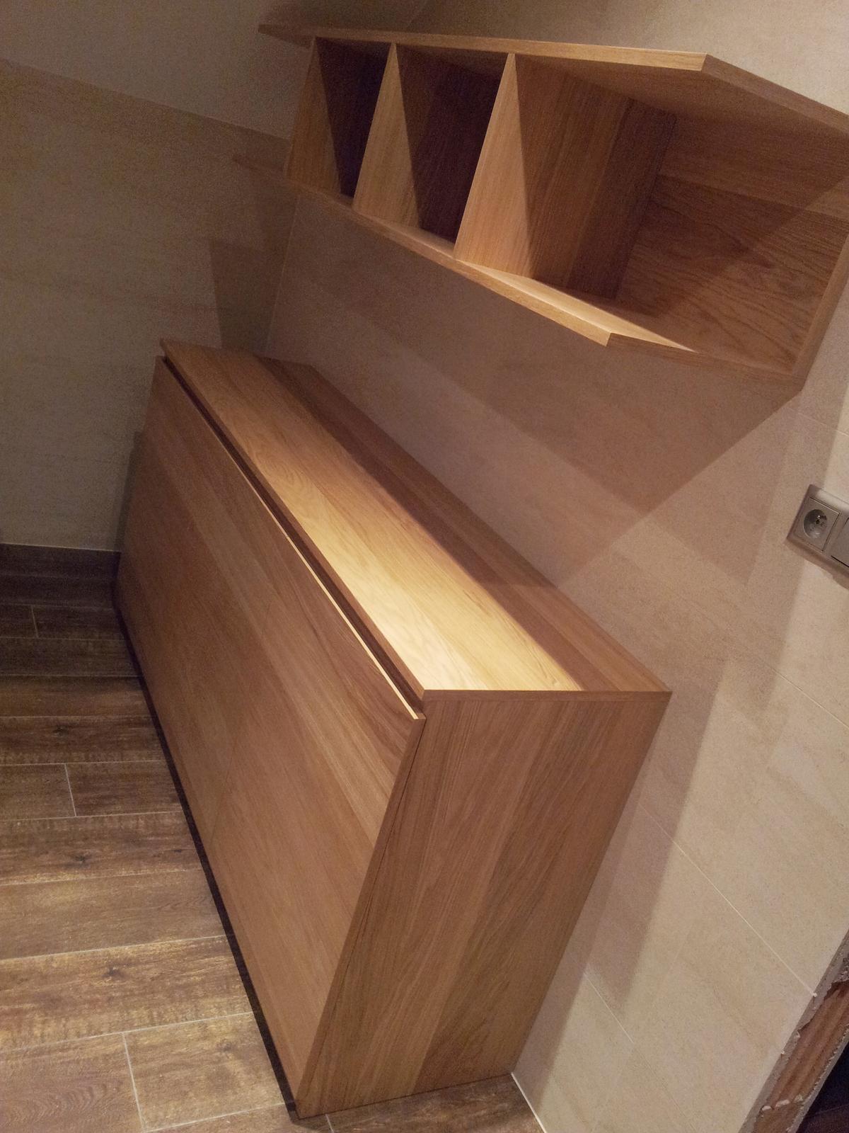 Dizajn a výroba nábytku na mieru Cubica - Kúpeľňová skrinka s policou na uteráky - dub prírodný - dizajn a výroba cubica