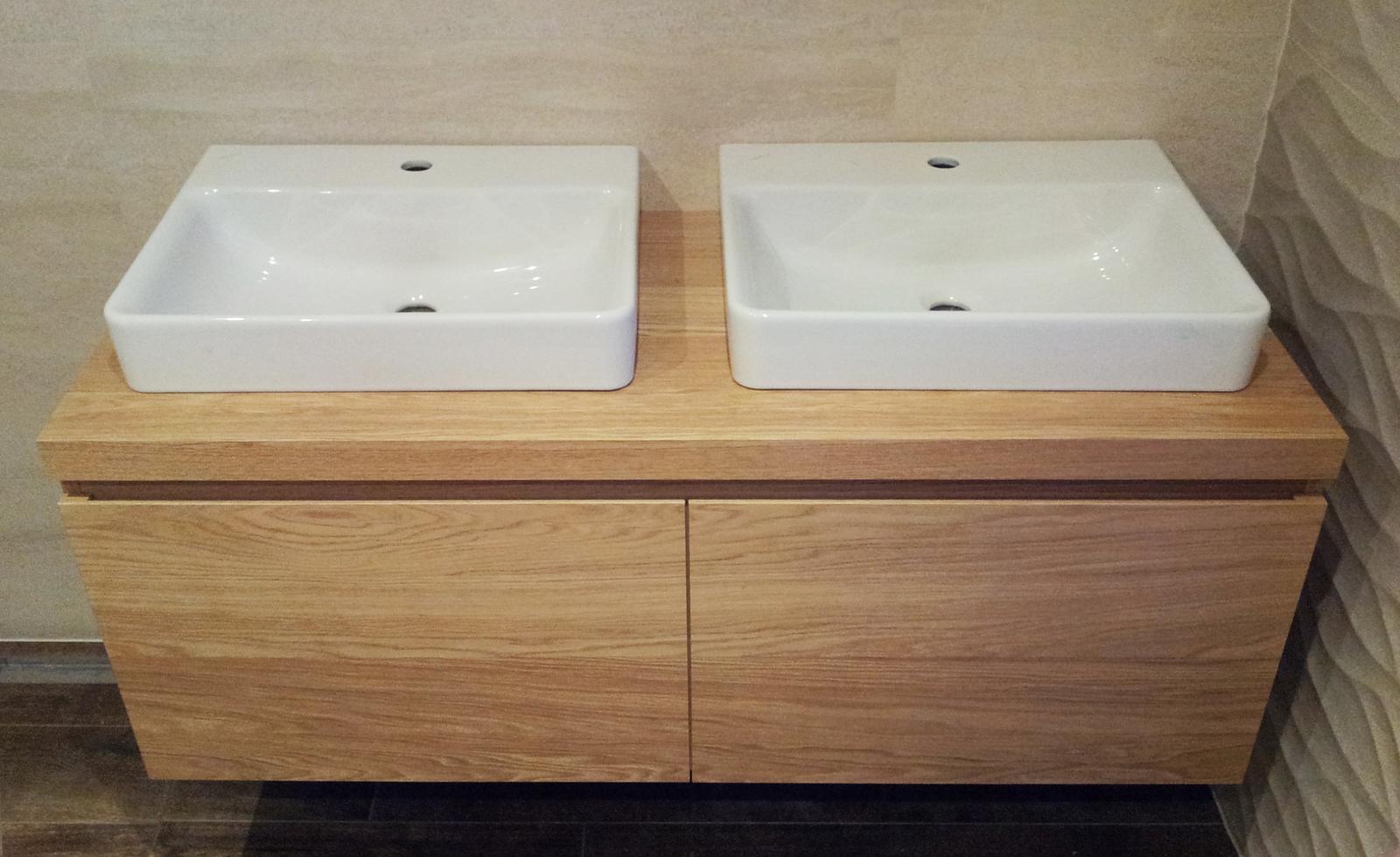 Dizajn a výroba nábytku na mieru Cubica - Závesná kúpeľňová skrinka - dub prírodný - dizajn a výroba cubica