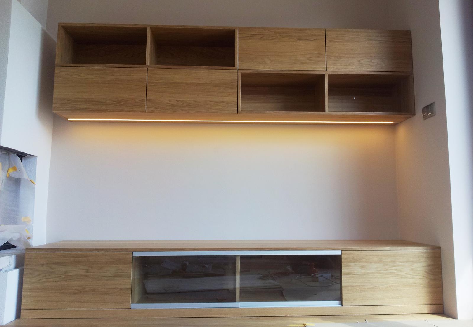Dizajn a výroba nábytku na mieru Cubica - TV skrinka s knižnicou s LED osvetlením - dub prírodný - dizajn a výroba cubica