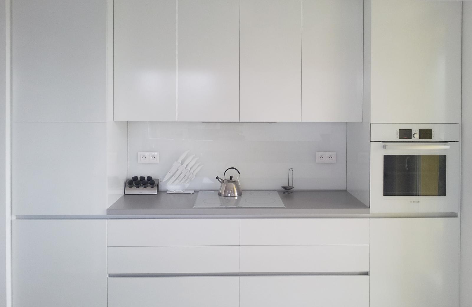 Dizajn a výroba nábytku na mieru Cubica - Biela kuchyňa - dizajn a výroba cubica