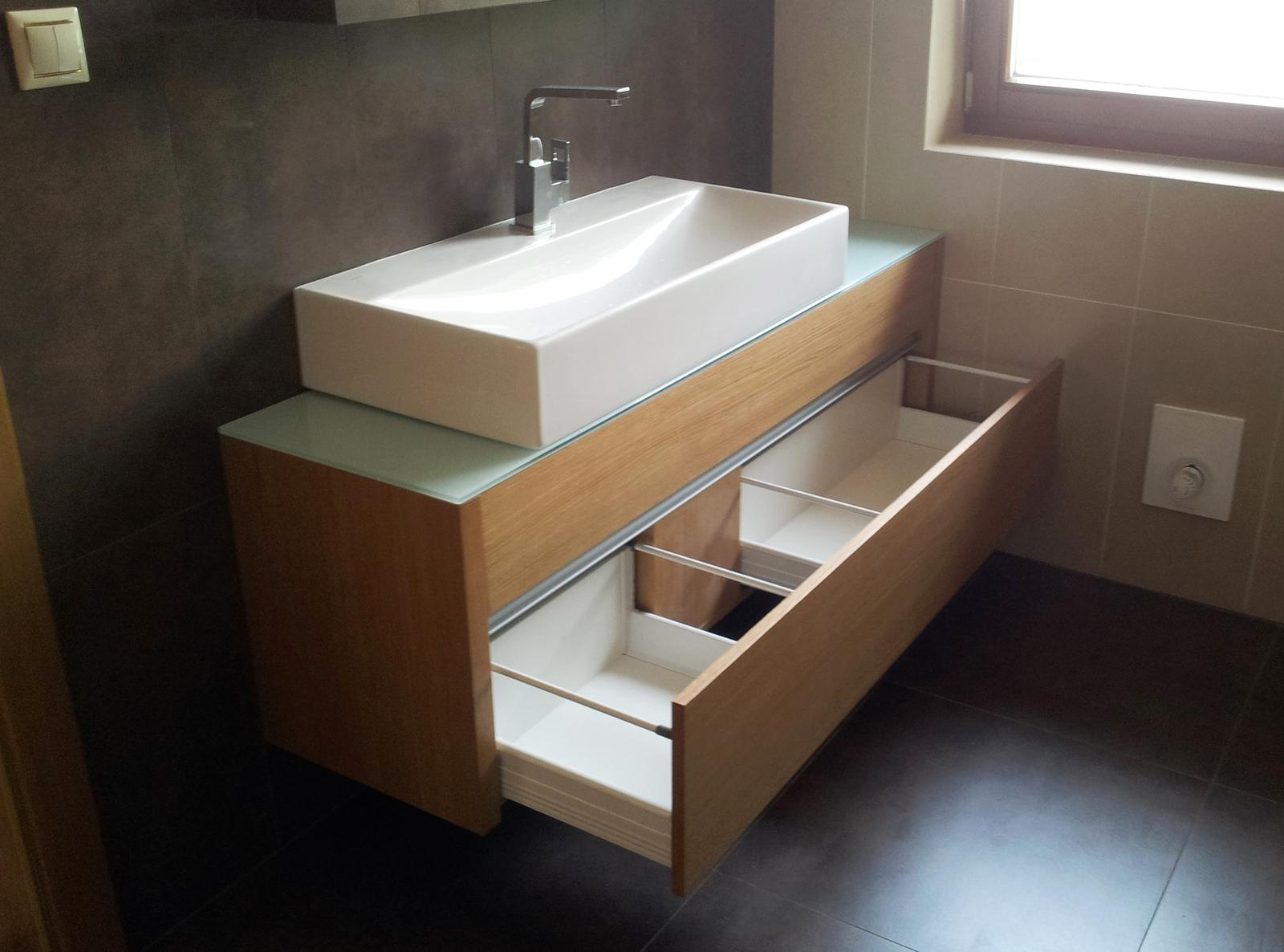 Dizajn a výroba nábytku na mieru Cubica - Dubová kúpeľňová skrinka - s dvomi zásuvkami blum tandembox - dizajn a výroba cubica