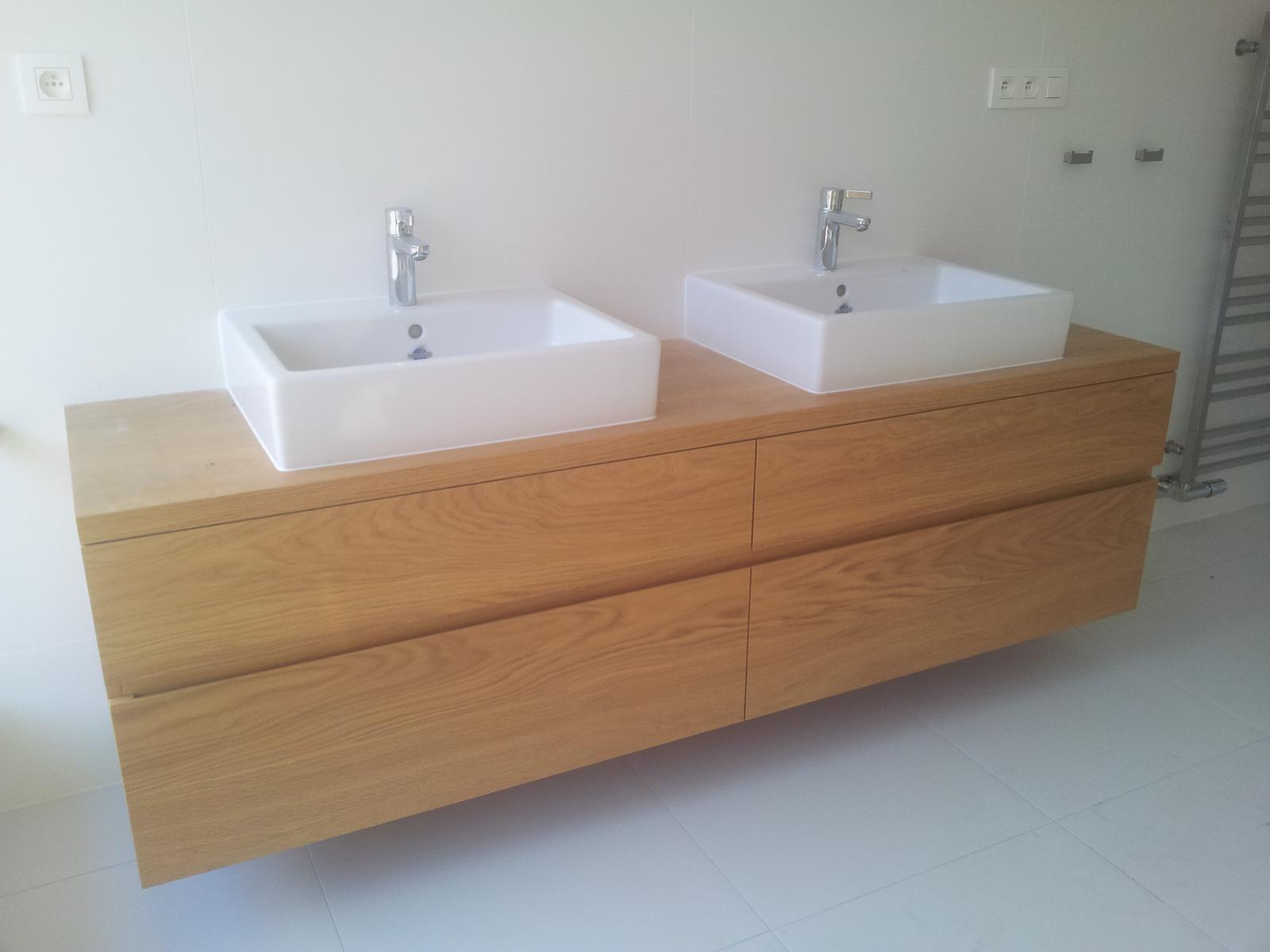 Dizajn a výroba nábytku na mieru Cubica - Závesná kúpeľňová skrinka - dub prírodný - výroba cubica
