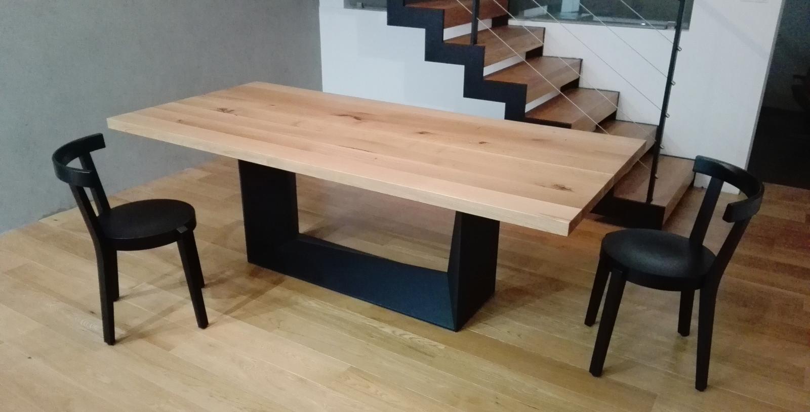 Jedálenský stôl MATE - Masívny dubový jedálenský stôl MATE. Design&Výroba Cubica