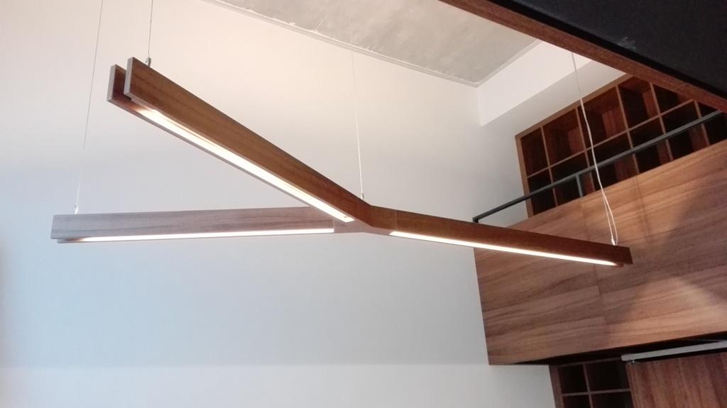 Dizajn a výroba nábytku na mieru Cubica - LED svietidlo Y - orech