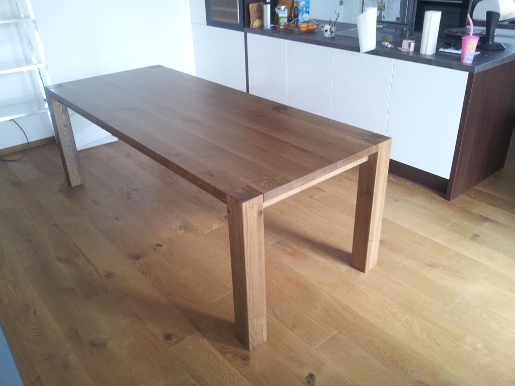 Dizajn a výroba nábytku na mieru Cubica - Jedálenský stôl DAN - masívny dub hrčavý