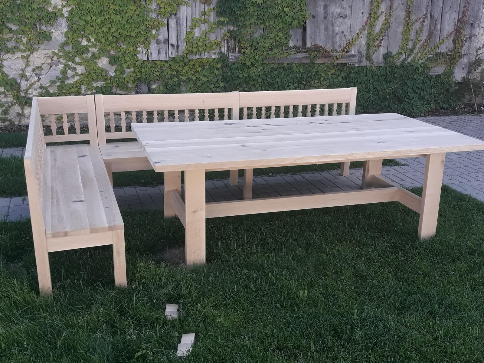 Dizajn a výroba nábytku na mieru Cubica - Jedálenský stôl FARM a rohová lavica - masívny dub hrčavý