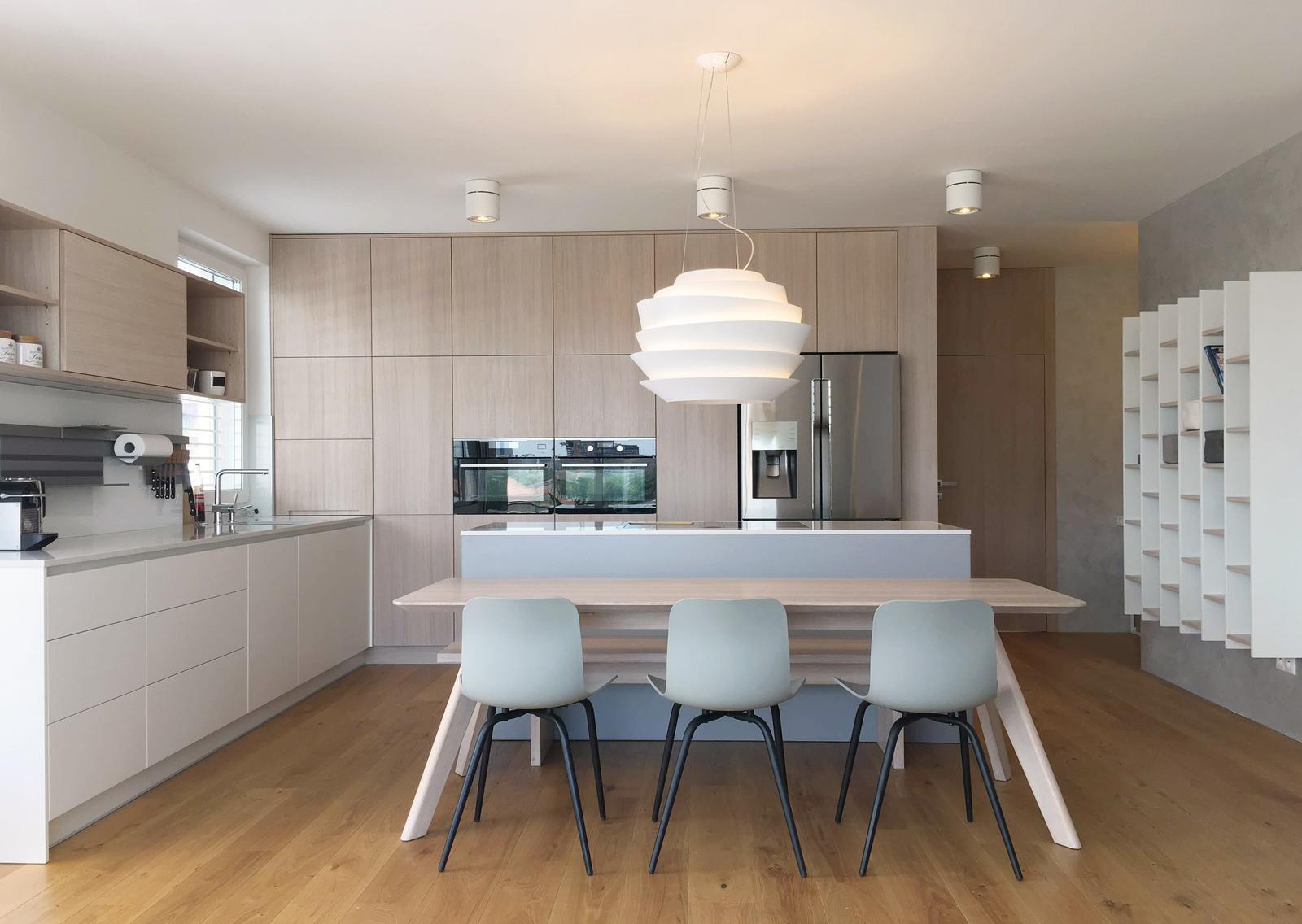 Realizácia interiéru podľa návrhu - Realizácia interiéru kuchyne s jedálňou