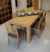 Dubový jedálenský stôl,