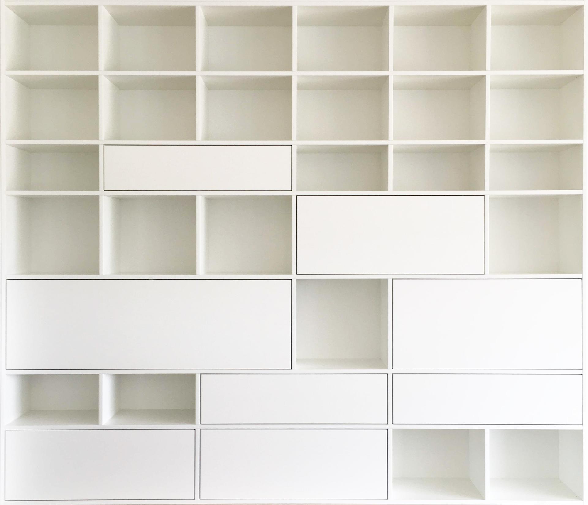 Dizajn a výroba nábytku na mieru Cubica - Vstavaná knižnica - MDF lakovaná biela matná - dizajn a výroba cubica