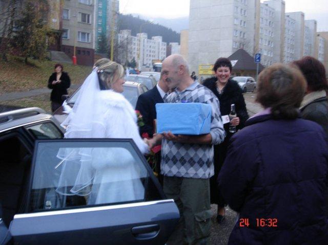 Lenka Brtková{{_AND_}}Roman Kuchárik - Gratulácie od známych, čo nás zastavili na ceste