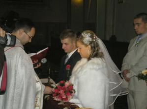 Tu si sľubujú lásku pred kňazom a všetkými
