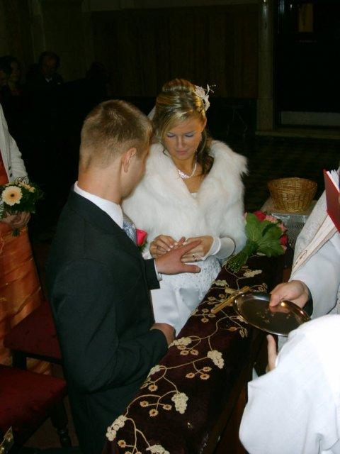 Lenka Brtková{{_AND_}}Roman Kuchárik - Tu dáva prsteň Lenka