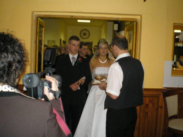Lenka Brtková{{_AND_}}Roman Kuchárik - V Moteli nás pekne privítali a pohostili ako sa pre novomanželov patrí