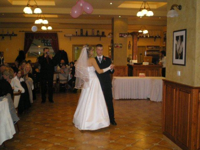 Lenka Brtková{{_AND_}}Roman Kuchárik - Prvý spoločný tanec