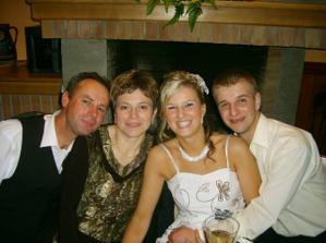 Fotka s Lenkinými krstnými rodičmi