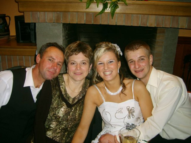 Lenka Brtková{{_AND_}}Roman Kuchárik - Fotka s Lenkinými krstnými rodičmi