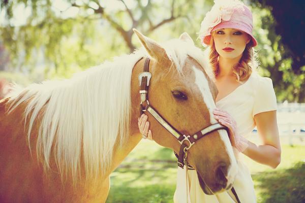 Princezná v klobúku - fotky neviest s koníkmi .... krása ....
