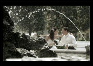 krasna fotka za fontánou....