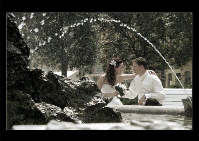 Lucka{{_AND_}}Radko - krasna fotka za fontánou....