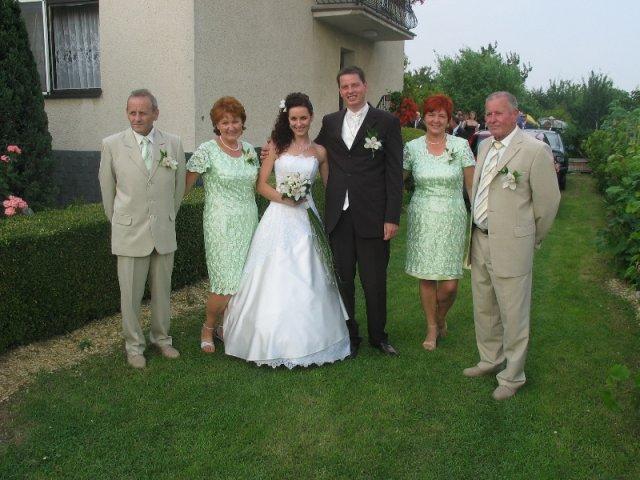 Lucka{{_AND_}}Radko - s našimi drahými rodičmi, keď si ma prišiel ženích vyzdvihnúť :)