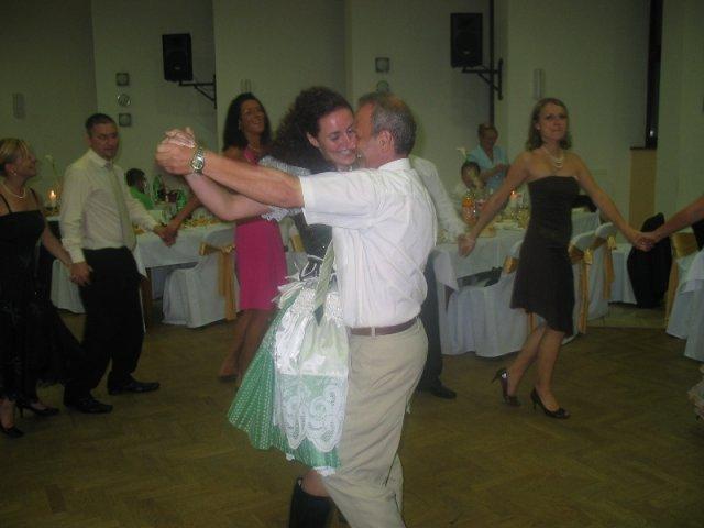 Lucka{{_AND_}}Radko - redový tanec...a ja v kroji.....fuuuuha ale mi dali zabrať!!!