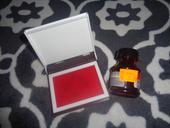 cerveny atrament+vankusik v krabicke na otlacky,