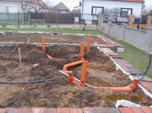 V sobotu 1.12.2012 bolo pekne tak som riešil kanalizáciu
