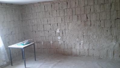 sem na tuto stenu pojde pravdepodobne kuchynska linka a to okno pojde az po zem, chceli by sme si pred domom urobit terasu. Problem mame len ten ze vyska po strop je 2,10m