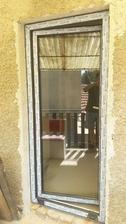 balkonove dvere, dali sme cele sklo aby sa nam chodba presvetlila