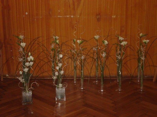 26.04.08 Sylvia a Peter - príprava kvetov na stoly