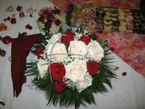 svatební kytice byla krásná