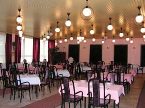 tak tu bude svadobna hostinka, Hotel Strojar KE