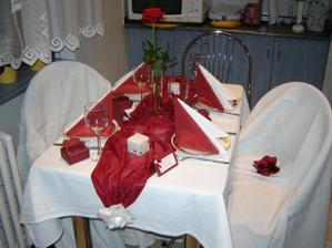 pokus o svadobnu vyzdobu na malom kuchynskom stole:))))