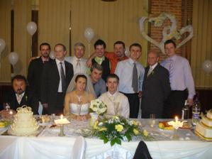 Chlapská časť svadobčanov.