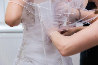 kolik rukou je potřeba na jedny šaty :)))