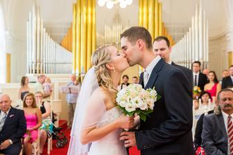 doporučení fotografky, ať polibek neproběhne během sekundy, jsme splnili na jedničku :)
