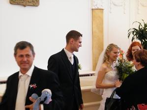 strejda Tomáš s nepostradatelným Ijáčkem od Elišky :)...fotečka od JK a JK :)