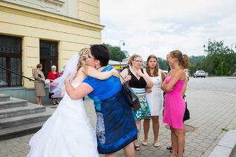 """""""běžcem svatby"""" pasujeme mou blízkou kamarádku Janču...dokázala zvládnout trasu mezi dvěmi radnicemi v rekordním čase a obřad stihnout přesně na minutu :D holt Ostrava je svými vícero radnicemi zrádná :)))"""
